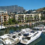 Ausblick vom Zimmer zum Yachthafen und Tafelberg