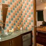 Guest bedroom 1 toilet