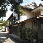 岩松川沿いの大畑旅館(獅子文六が滞在した旧小西家)