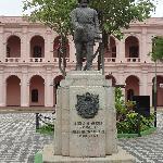 Monumento al fundador en Plaza del Cabildo