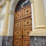 Puerta principal del Teatro de la Ópera
