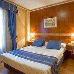 Photo de Hotel Dauro Granada