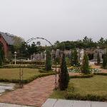 きれいな前庭とチャペル