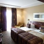 standard twin bed room/airport facing