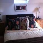gorgeous bedroom (room 8)