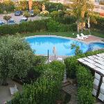 La piscina dall'alto dell'albergo