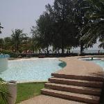 Une des 3 piscines très bien entretenues