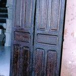 porte enceinne en bois peint