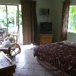 Zimmer mit Zugang zum Garten