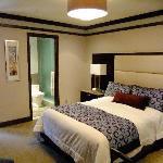 Room (608)