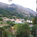 Vista desde la finca. Piscina Municipal de Campo de Caso.