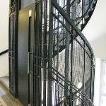 Aufzug und Treppenhaus