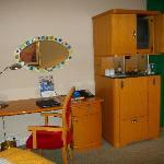 RadissonBlu Zimmer - Schreibecke mit Minibar und TV