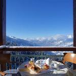 vue de la chambre....petit dej génial avant le ski