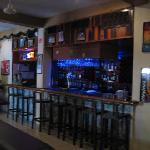 Photo de Backpacker's Hostelling Center & Champ's Sports Bar