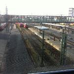 Gleise direkt unterm Fenster