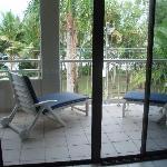 Blick v. Wohnzimmer auf den Balkon