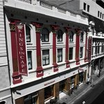 In the heart of Cape Town this beautiful building dating back to 1890 hosts the Kings in Cape Ho