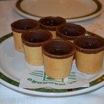 Vasito comestible de barquillo con licor de Madroño