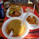 Mofongo relleno de pulpo, arroz con jueyes mamposteado y masitas de pescado con tostones