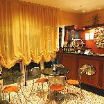 il bar dell' hotel attrezzatissimo con annesso dehors