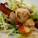 Seared scallops, fried potatoes, crispy bacon, mixed salad