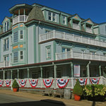Located at the tip of Main Street Vineyard Haven, The Mansion House is a short stroll from the f