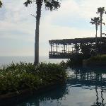 the main cabana up to the ocean... impressive...