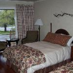 Newly renovated room #7 - Fullsize beds