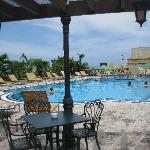 piscina all'ultimo piano dell'hotel