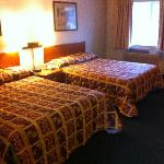 2 Queen size beds in Room