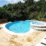 Pool umgeben vom Dschungel - man könnte den ganzen Tag dort verbringen...