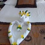 Das Bett ist zur Begrüssung geschmückt