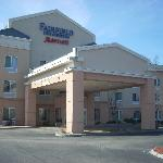 Fairfield Inn is located on Route 12 just off the Massachusetts Turnpike