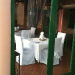 matsalen sedd utifrån poolområdet