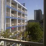 Vista de balcon a balcones de edificio contiguo