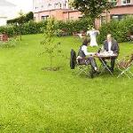 Tagungsgarten: Gruppenarbeit, W-LAN, Tagungspausen. Meeting space in garden with wireless lan.