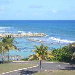 vue d'une chambre sur le lagon et barrière de corail