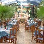 unser romantischer Wintergarten mit Trevi-Brunnen
