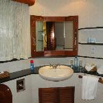 Mara Serena Safari Lodge bathrooms