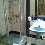 Bad eines anderen Zimmers