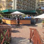 Bar au centre de la piscine