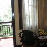 coin salon devant le balcon