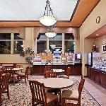 Holiday Inn Express, Portland NW Downtown,Free Hot Breakfast Buffet Room