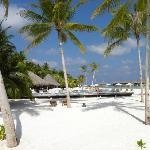 Spiaggia principale con piscina e bar