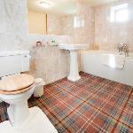 Valley View en-suite bathroom