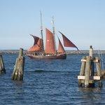 Segelschiff im Seekanal Warnemünde