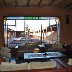 vista del lobby y pasillos a las habitaciones