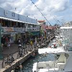 Yachthafen mit Einkaufspassage