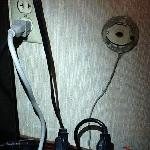 Unsafe electrical wiring. Ground lift is NOT grounded! This VIOLATES BUILDING CODES!